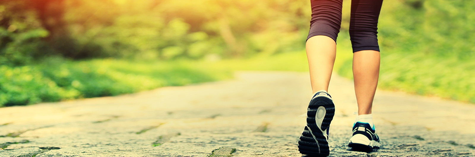 Woman running without leg pain or leg swelling after receiving varicose veins treatment